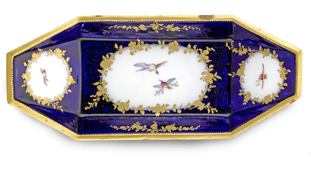 A Vincennes bleu lapis punt-shaped dish