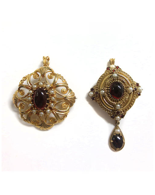 A cultured pearl and garnet brooch/pendant