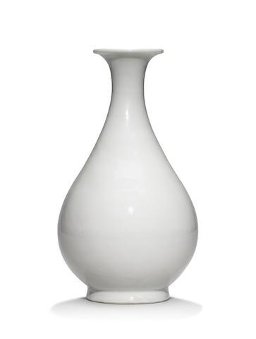 A rare sweet-white 'tianbai' glazed vase, yuhuchunping