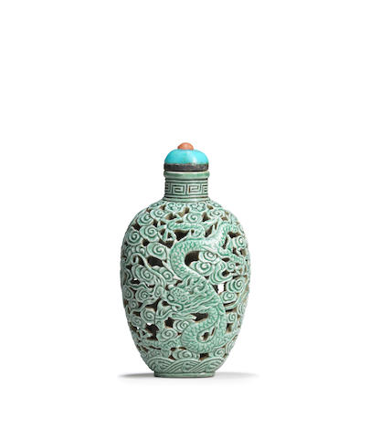 A fine reticulated turquoise-glazed snuff bottle