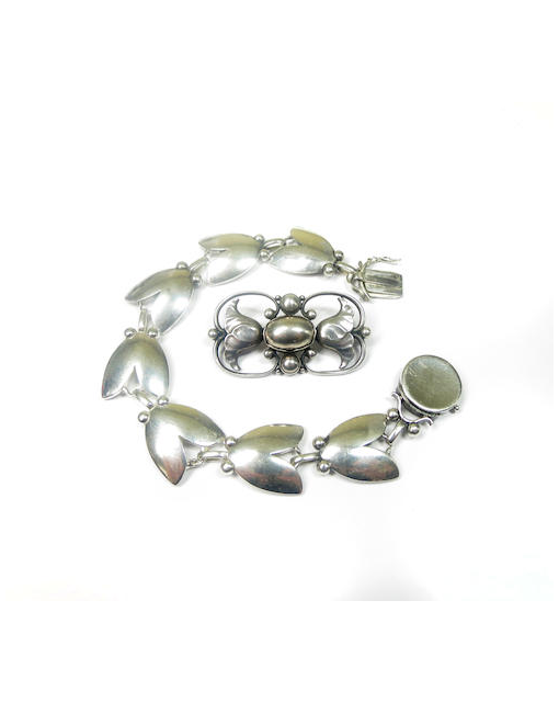A silver 'tulip' bracelet