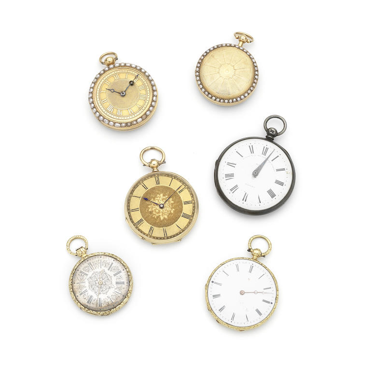 A lot of five pocket watches and a pedometer