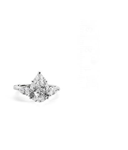 A pear-shaped diamond ring