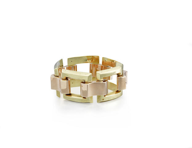 A bi-coloured gold bracelet