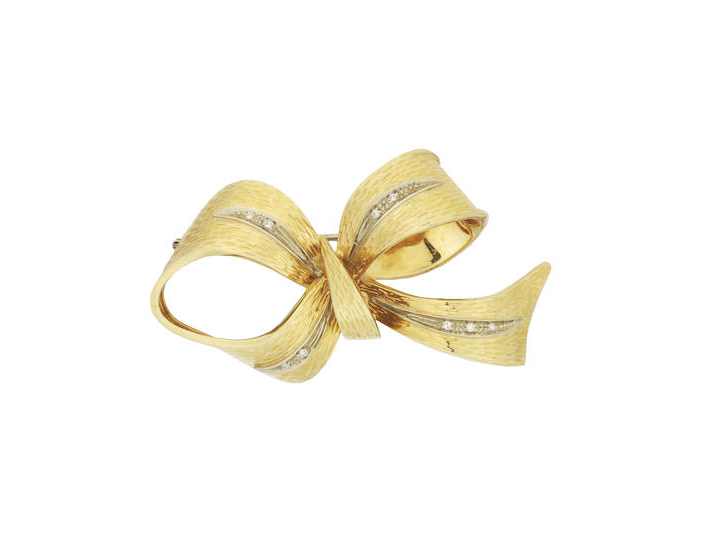 An 18ct gold bow brooch