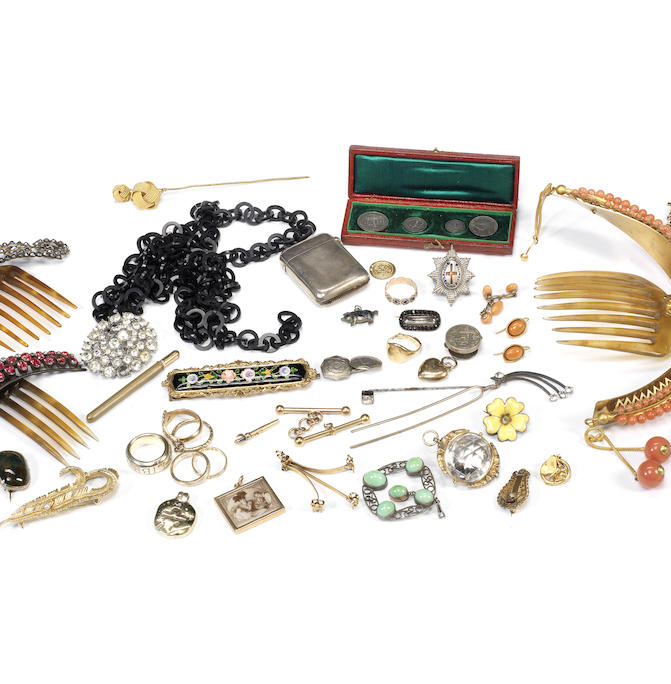 A collection of assorted antique jewellery items