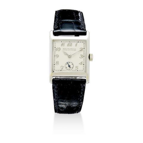 An 18K white gold wristwatch
