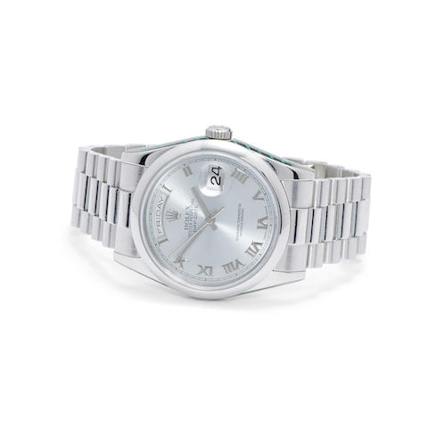 A fine platinum automatic center seconds bracelet watch with day and date