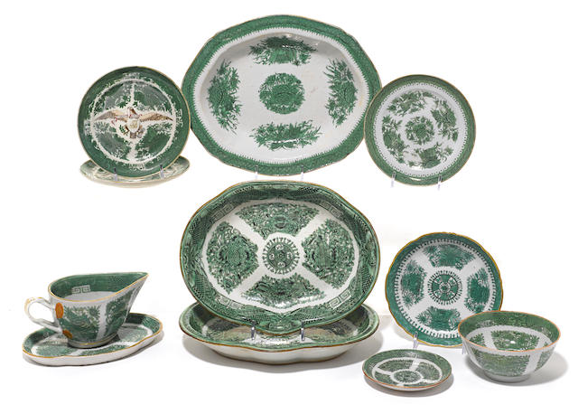 Eleven pieces of Chinese Export porcelain tableware in the green Fitzhugh pattern
