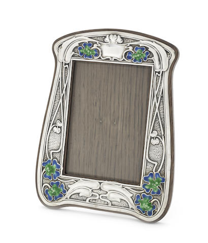An Edwardian Art Nouveau silver photograph frame