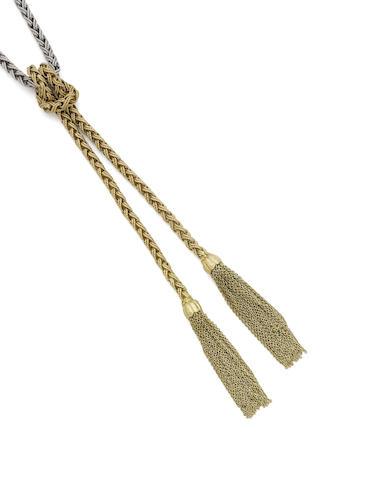 A pendant necklace