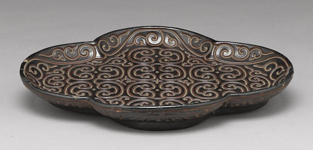 A tixi lacquer lobed food tray
