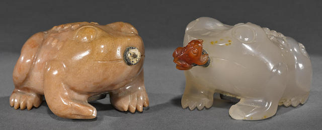 Two carved hardstone toad-form snuff bottles