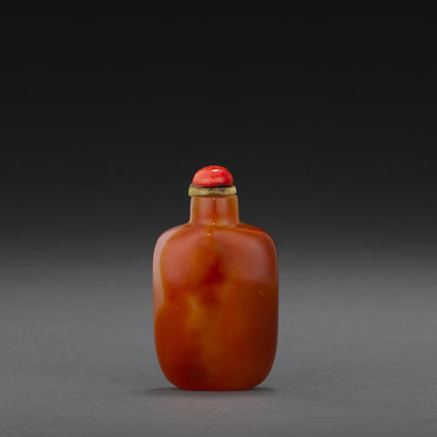 A fine carnelian snuff bottle
