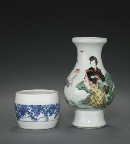 A wucai-decorated baluster vase
