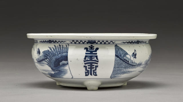 A blue and white footed censer