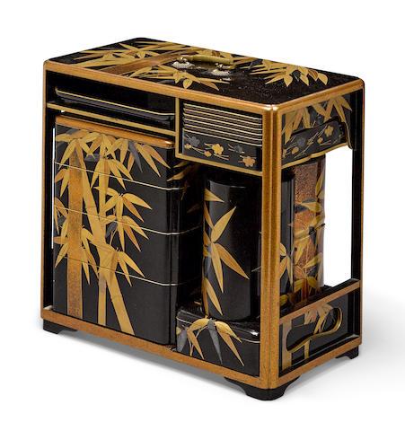 A lacquer picnic set, sage-jubako