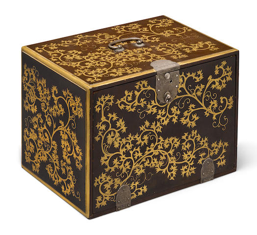 A lacquer decorated storge box for inro
