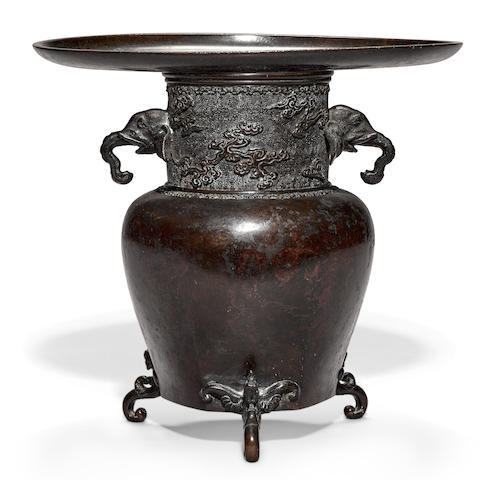 A bronze usubata with elephant handles