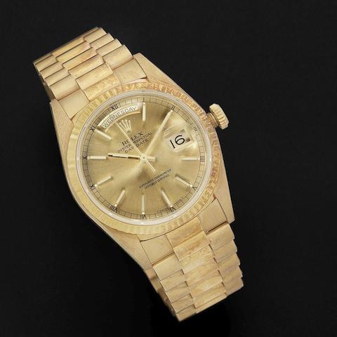 Rolex. An 18K gold automatic calendar bracelet watch