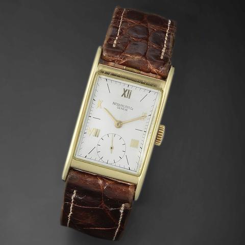 An 18K gold manual wind rectangular wristwatch