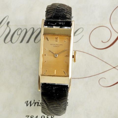 A lady's 18K rose gold manual wind wristwatch