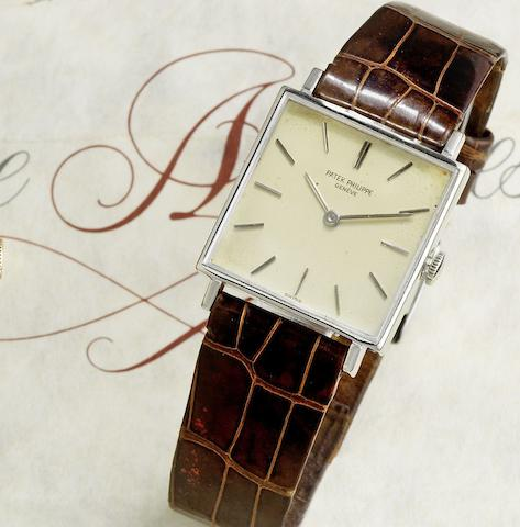 An 18K white gold manual wind wristwatch