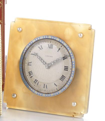 An early 20th century French agate desk timepiece