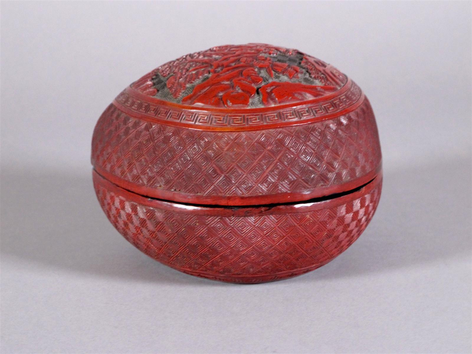 CHINA box in red lacquer-like longevity fishing, scholar decor and servants in a landscape