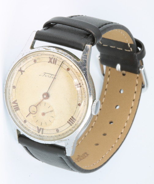 A gentleman's chromium cased Fortis mechanical wristwatch with seconds at 6 o'clock on a leather strap, a Magnat Prima ditto