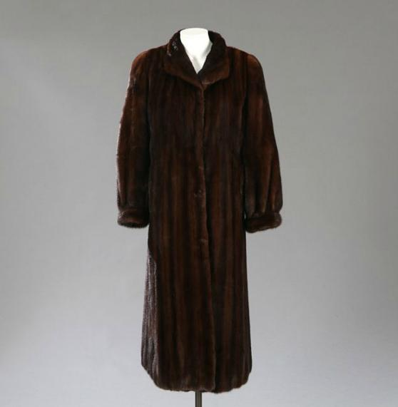 A brown mink fur with a small collar, hooks, pockets, internal pockets, cuffs and with brown lining