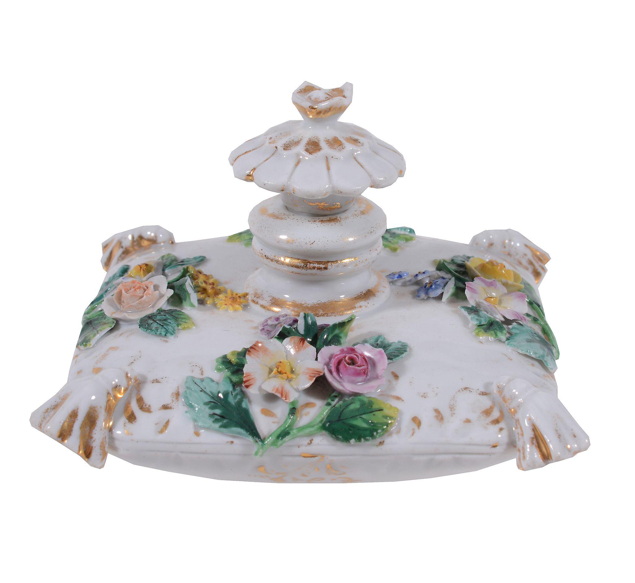 A Meissen model of a flower-encrusted scent bottle annd stopper