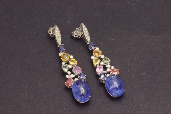 Earrings with sapphires and tanzanite
