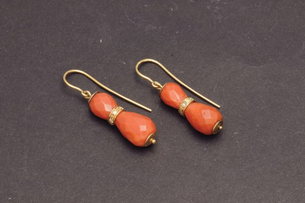 Gold earrings with coral and diamonds