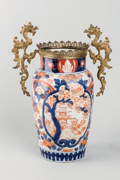 Japanese Imari porcelain vase, S. XIX