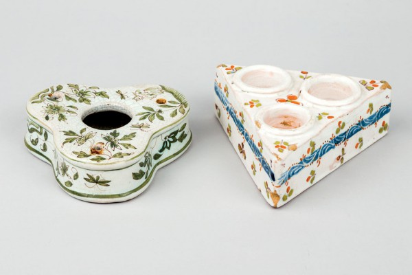 Inkwell and spice of Spanish ceramics