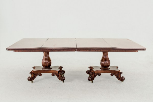 Dining table. Dublin. 1840.