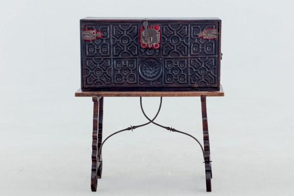 Bargueño with table. Spain. S. XVII
