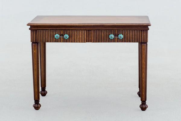 Mesa oak desk
