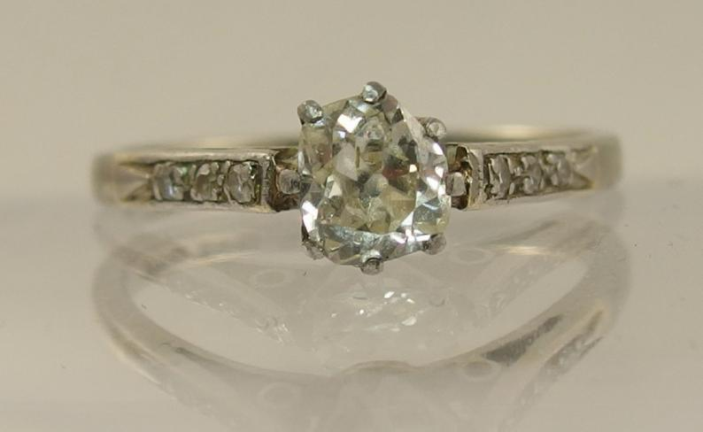 An 18ct white gold and platinum old cut diamond ring of approximately 0.50cts