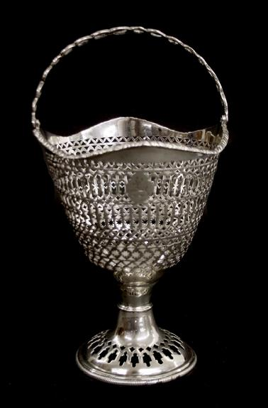 Attractive George III silver basket with geometric pierced panel band