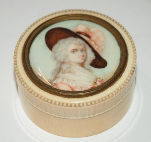 A pictorial trinket box