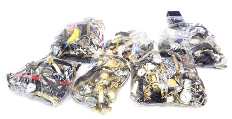 Very large quantity of various wristwatches
