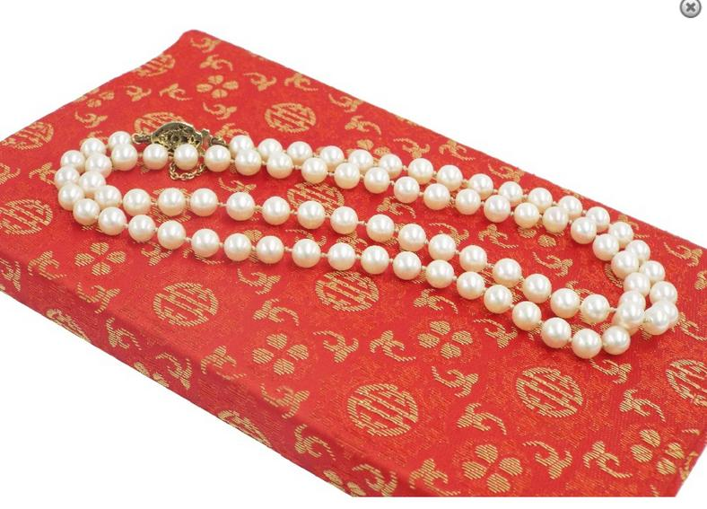 Cultured pearl string necklace with nine carat gem set clasp