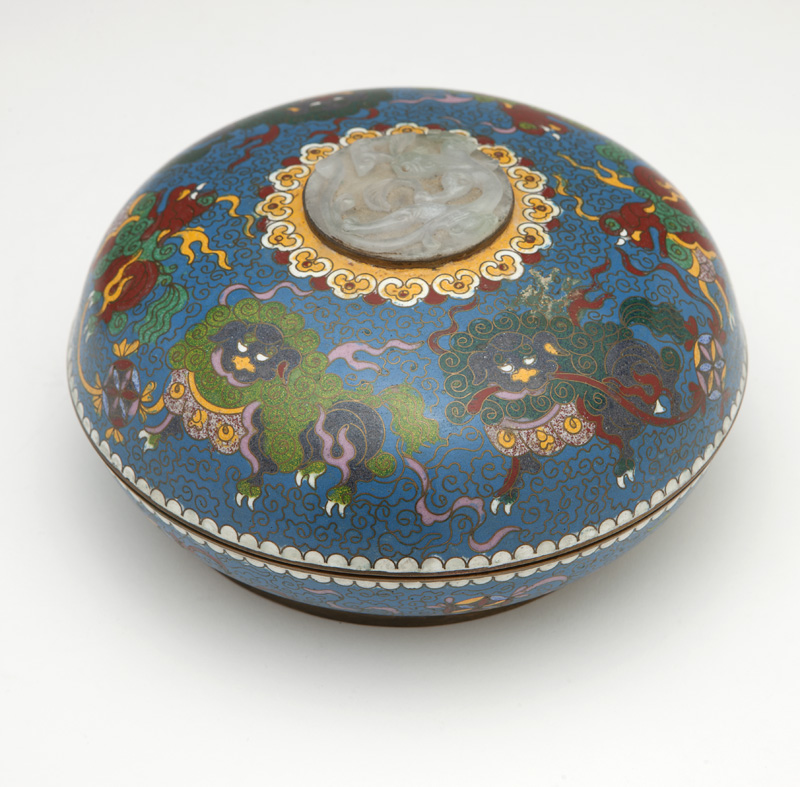 A Chinese cloisonne lidded box