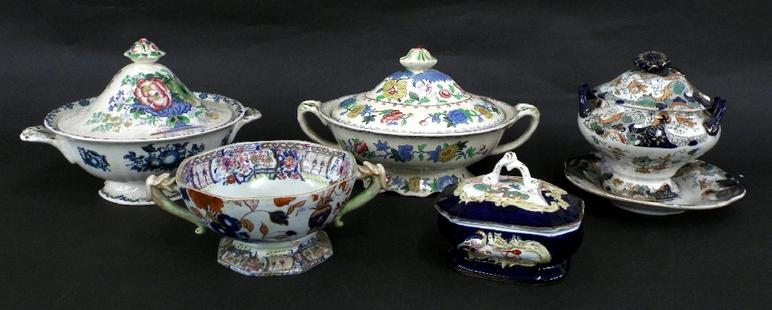 Early Masons Ironstone twin-handled tureen decorated with the 'Japan' pattern