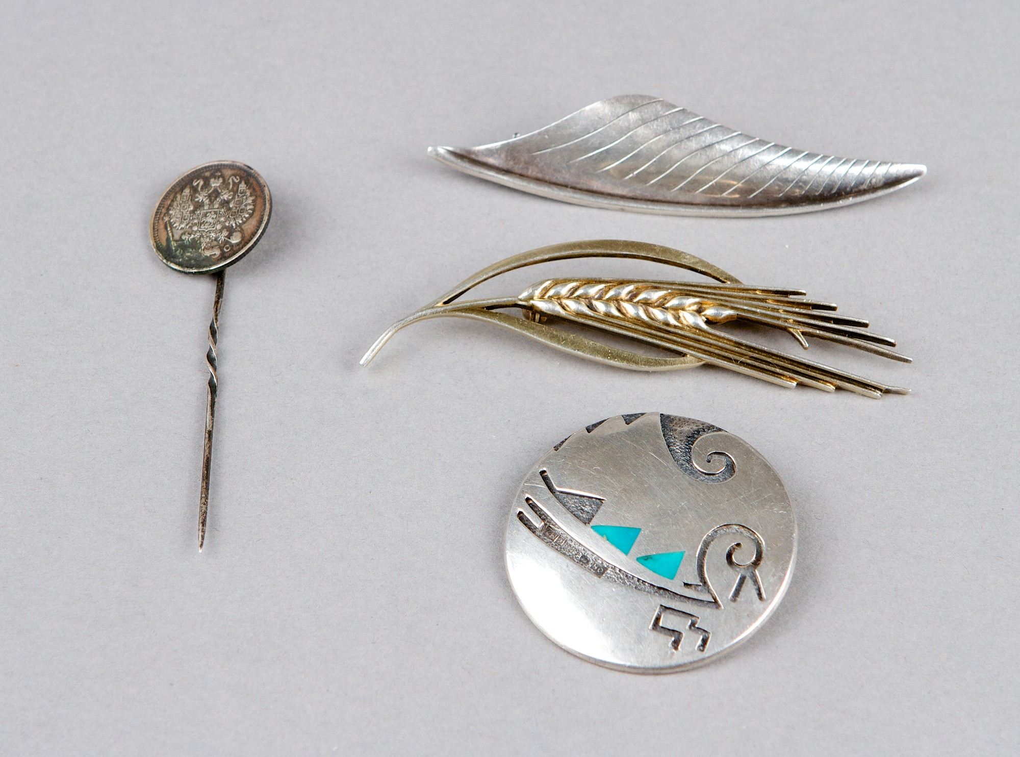 Brooch, 3 st and pins