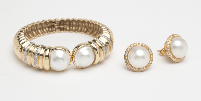 A mabe pearl and diamond jewelry set