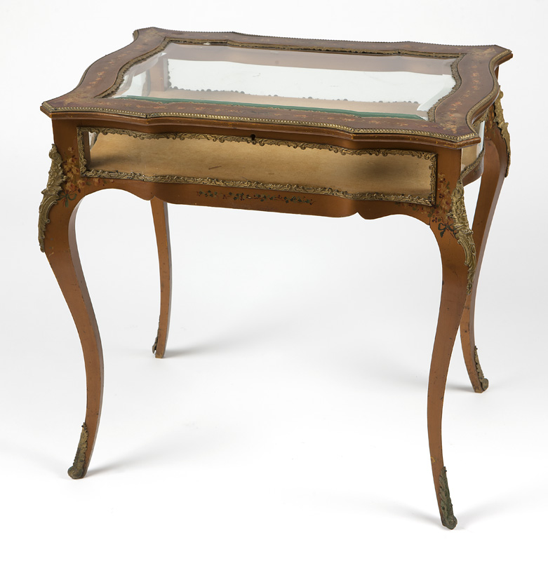 A Louis XV-style hand-painted vitrine table