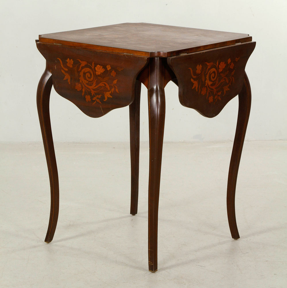 Drop leaf table, with marquetry inlay